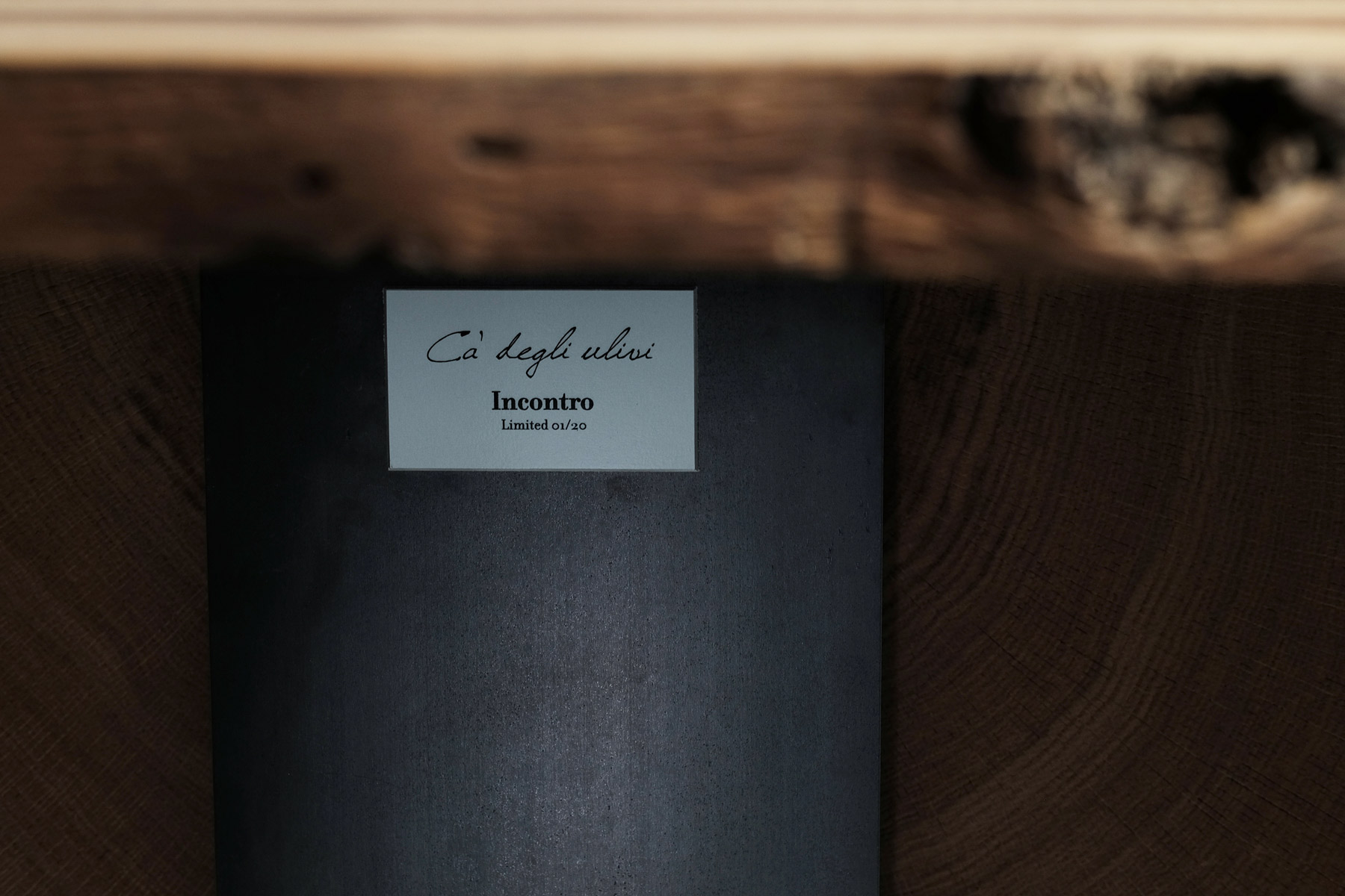 "plaque detail ""incontro"""